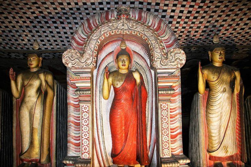 statues of dambulla cave temple